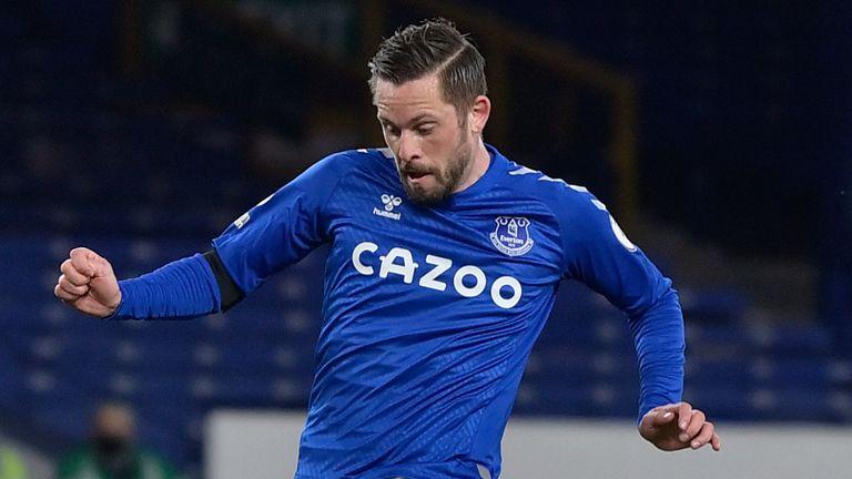 Gylfi Sigurdsson guides home Everton's second goal against Spurs