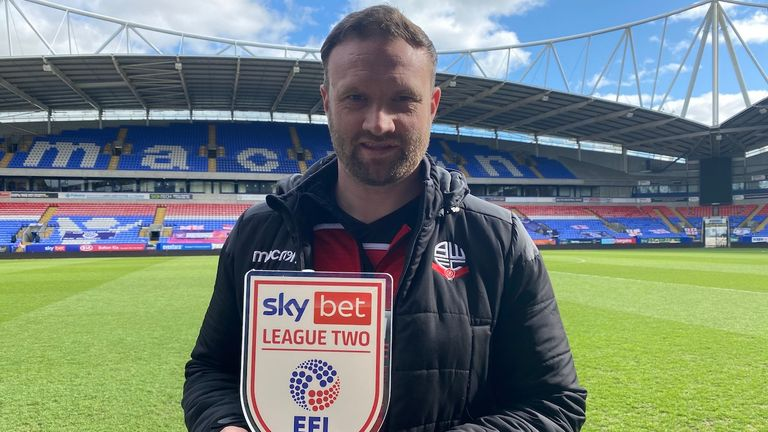 Alex Mowatt of Barnsley and Xisco Munoz of Watford win March Sky Bet Championship awards |  Football News