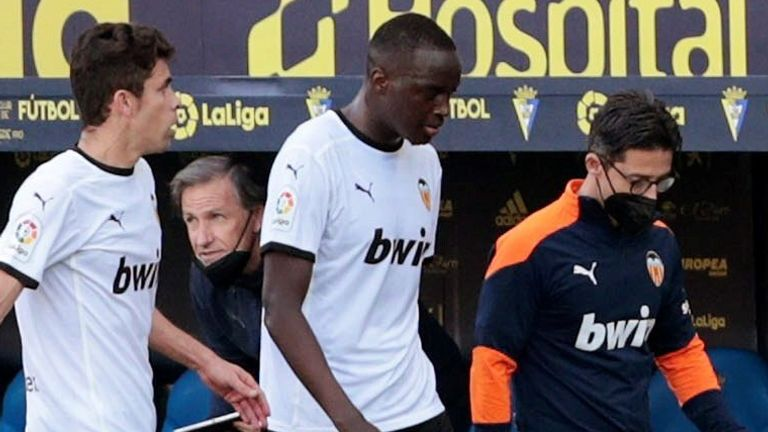 Valencia defender Mouctar Diakhaby leaves the pitch with his team-mates