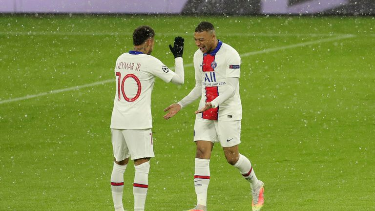 Neymar and Mbappe (AP)