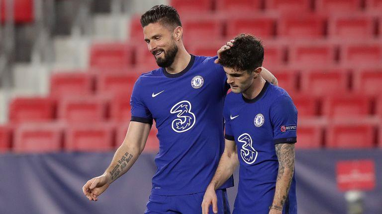 Christian Pulisic (rechts) zeigt Chelseas Annäherung an Porto am Dienstag