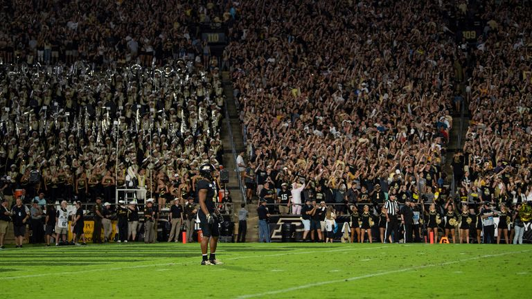 Moore waits for the kickoff against TCU in 2019 (Photo by Zach Bolinger/Icon Sportswire via AP)