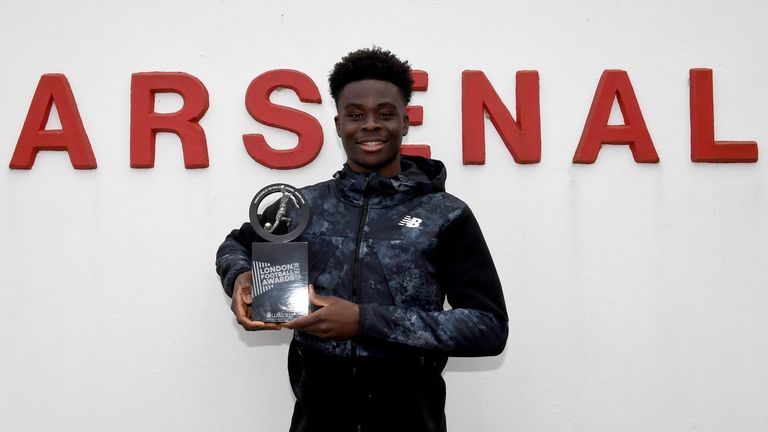 Bukayo Saka (Arsenal) with his London Football Awards Young Player of the Year Award. Arsenal Training Ground. London Colney, 7/4/21. Credit : Arsenal Football Club / David Price.