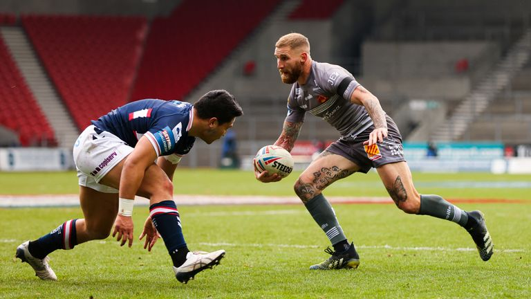 Picture by Alex Whitehead/SWpix.com - 10/04/2021 - Rugby League - Betfred Challenge Cup - Catalans Dragons v Wakefield Trinity - Totally Wicked Stadium, St Helens, England - Catalans' Sam Tomkins in action.