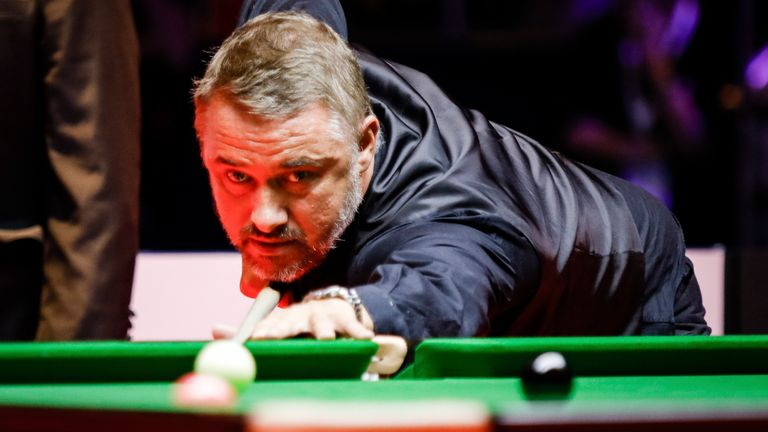 Stephen Hendry returned to haunt his former foe Jimmy White in World Championship qualifying