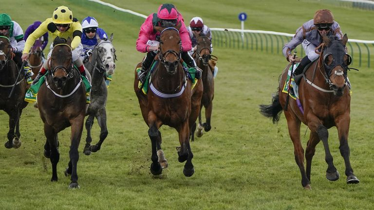 Summerghand ridden by Daniel Tudhope (right) win the bet365 Abernant Stakes