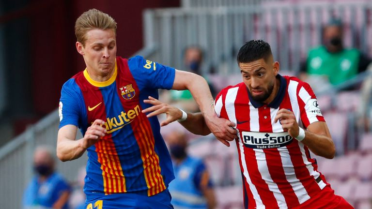 Frenkie de Jong looks to stop the dangerous Yannick Carrasco