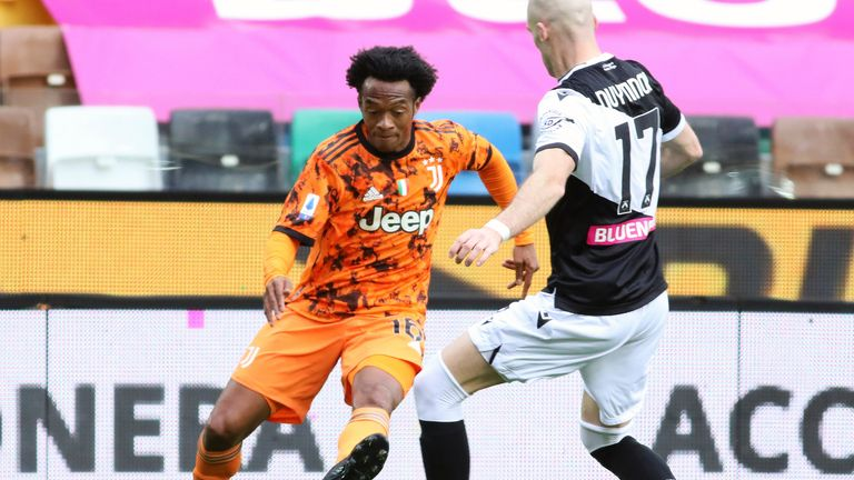 Udinese's Bram Nuytinck and Juventus' Juan Cuadrado vie for the ball