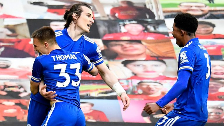 Caglar Soyuncu célèbre après avoir dirigé Leicester 2-1 devant à Old Trafford
