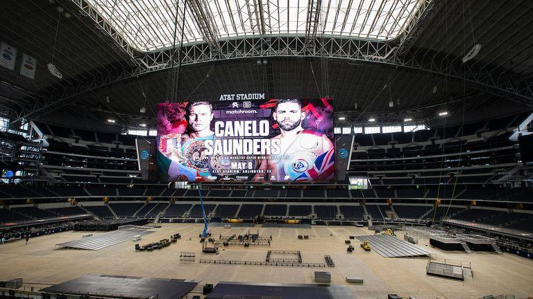 70,000人のファンがダラスカウボーイズを家に詰め込み、カネロ対サンダースの試合を観戦します