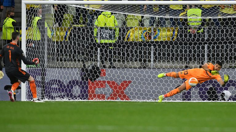 Geronimo Rulli keeps out De Gea's effort to clinch the win