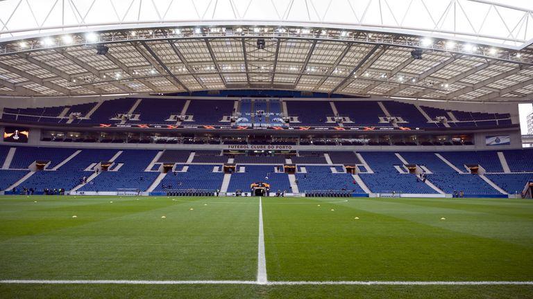 Estadio do Dragao sẽ tổ chức trận chung kết Champions League 2021 (TBC)