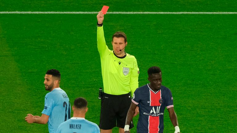 Idrissa Gueye est expulsé contre Manchester City