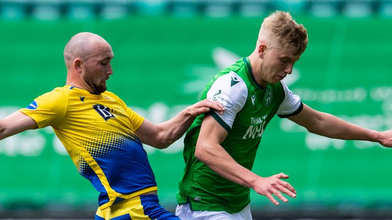 EDINBURGH, SCOTLAND - MAY 01: Hibernian's Josh Doig (right) competes with Chris Kane during a Scottish Premiership match between Hibernian and St Johnstone at Easter Road, on May 01, 2021, in Edinburgh, Scotland. (Photo by Ross Parker / SNS Group)