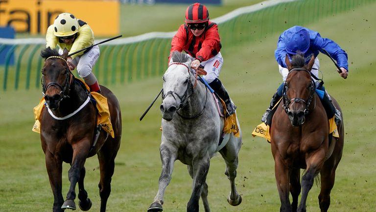 Holllie et Came From The Dark ont été devancés par William Buick et Lazuli (bleu) aux Betfair Palace House Stakes à Newmarket