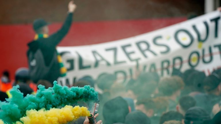 Manchester United fan protests against Glazer ownership