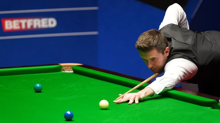 Mark Selby enjoyed a dominant evening session to take a 10-7 lead