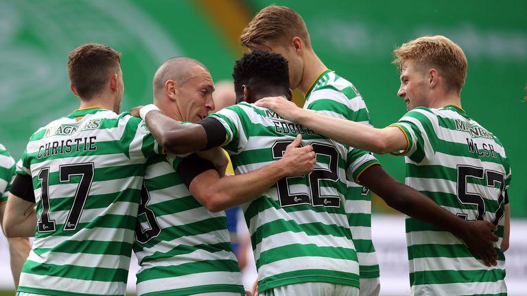 Odsonne Edouard du Celtic célèbre le deuxième but contre St Johnstone
