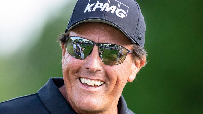 Phil Mickelson rolled back the years in his 69