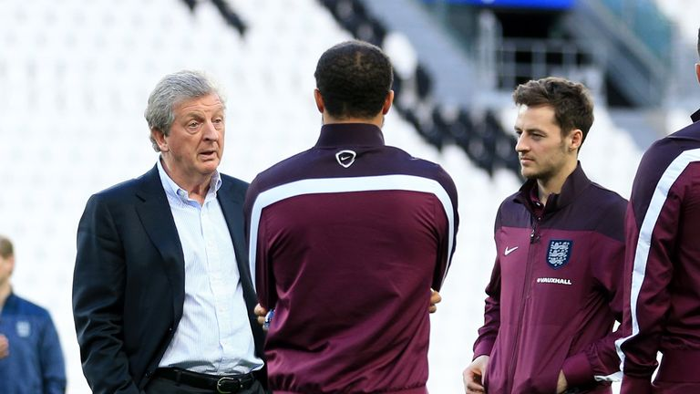 England manager Roy Hodgson (right) speaks Andros Townsend (centre right), Ryan Mason (centre) and Harry Kane (left) during a visit to the Juventus Stadium, Turin, Italy.