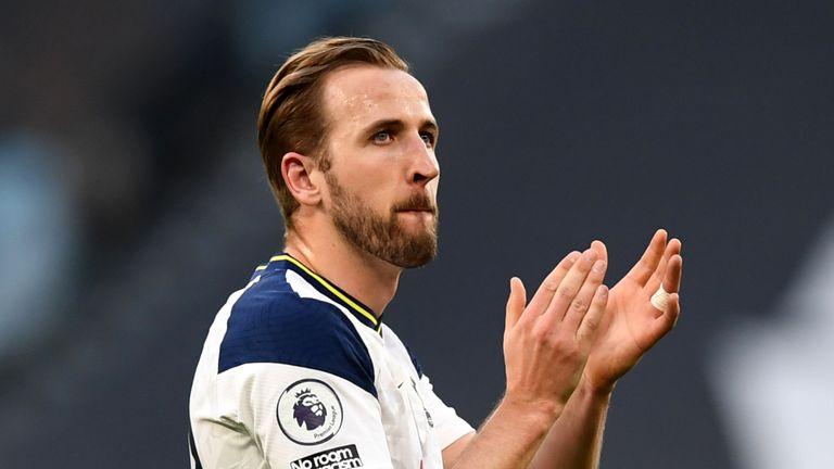 Tottenham Hotspur's Harry Kane applauds the fans after the final whistle against Aston Villa