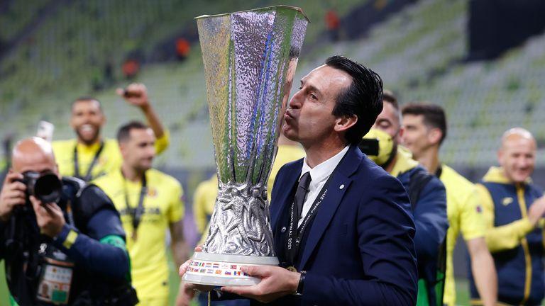 Emery kisses the Europa League trophy in Gdansk