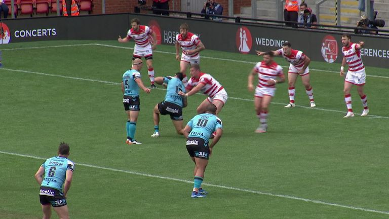 Highlights from the Super League clash between Leigh Centurions and Hull FC