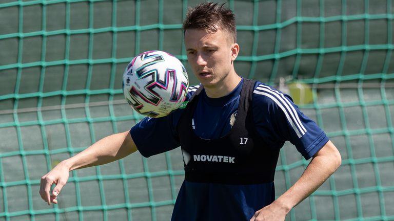Aleksandr Golovin provides Russia's spark