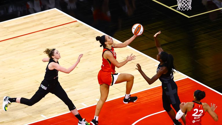 Highlights of the WNBA regular season game between the Seattle Storm and the Las Vegas Aces.