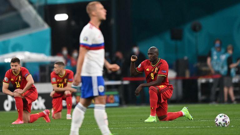 Jucătorii din Belgia au îngenuncheat înainte de meciul împotriva Rusiei într-un gest anti-rasism
