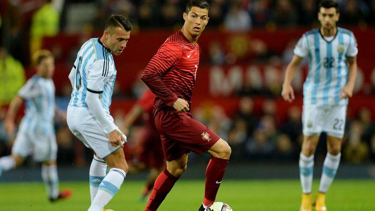 Cristiano Ronaldo i aksjon for Portugal i 2004