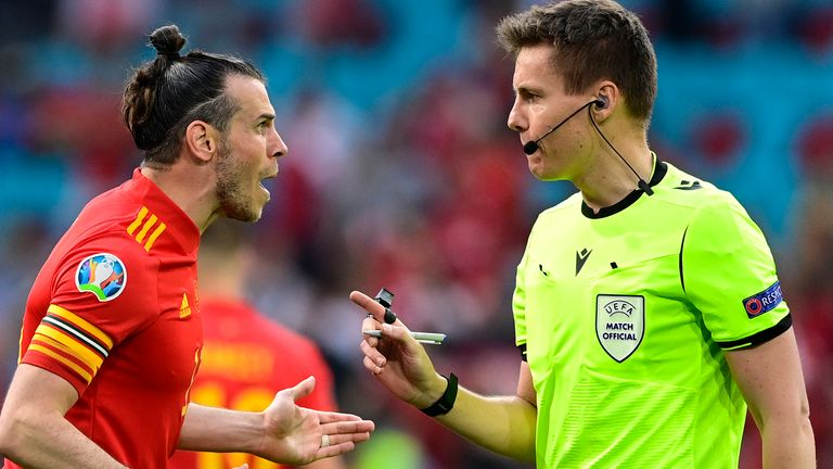 Gareth Bale criticised the referee Daniel Siebert