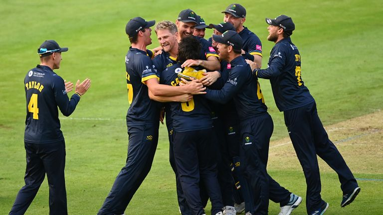Glamorgan keep Vitality Blast qualification hopes alive with thrilling one-run win over Surrey