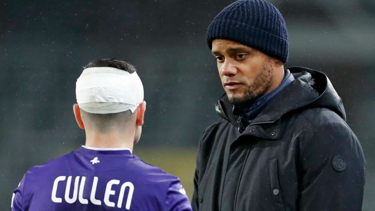 Anderlecht boss Vincent Kompany speaks to midfielder Josh Cullen (Getty)