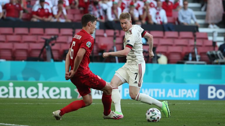 Kevin de Bruyne gir en assistanse i Belgias seier over Danmark i Euro 2020