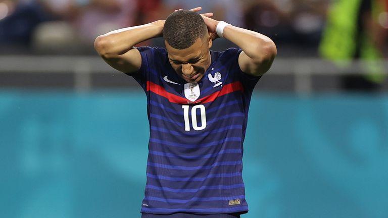 Kylian Mbappé falla el penalti decisivo para Francia