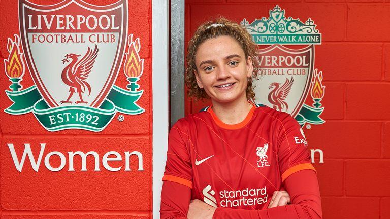 Leanne Kiernan signs for Liverpool