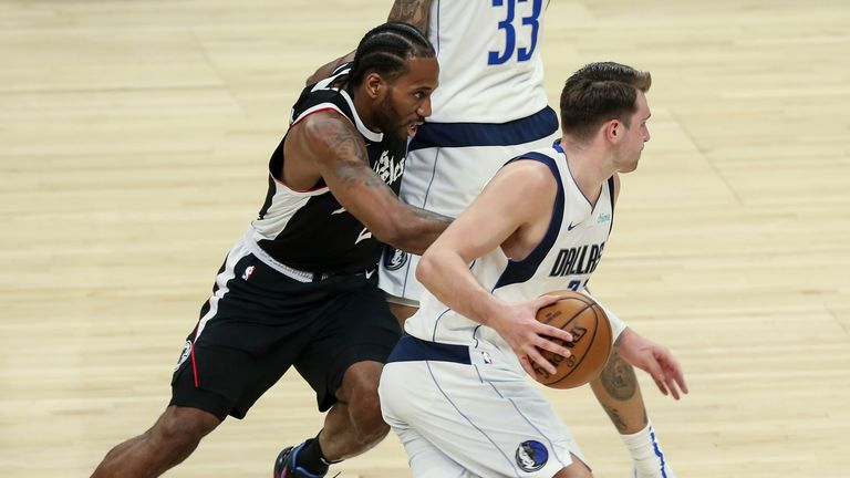 Dallas Mavericks guard Luka Doncic takes advantage of a screen set by center Willie Cauley-Stein on Los Angeles Clippers forward Kawhi Leonard in Game 5 of the first round of the NBA Western Conference Playoffs
