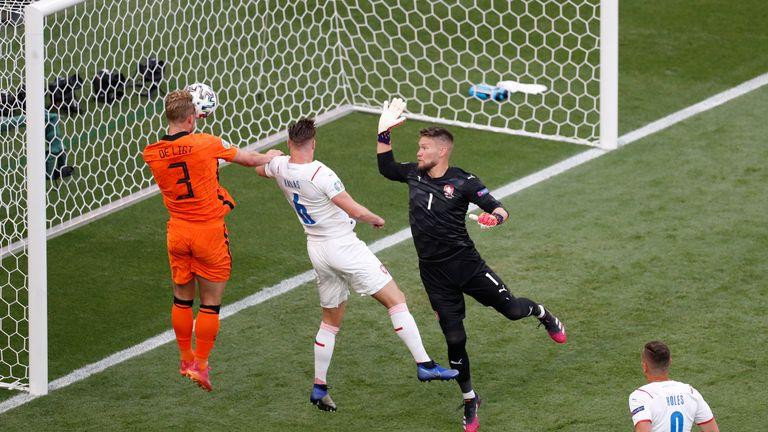 Matthijs de Ligt goes close for the Dutch