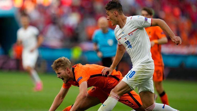 Matthijs de Ligt handles under pressure from Patrik Schick