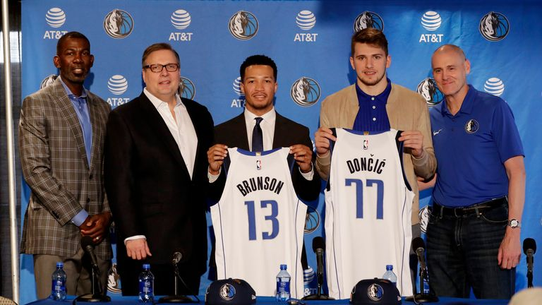 Michael Finley (left), Donnie Nelson and Dallas Mavericks Head Coach Rick Carlisle (right) unveil 2018 draft picks Jalen Brunson and Luka Doncic  at the American Airlines Center in Dallas, Texas.