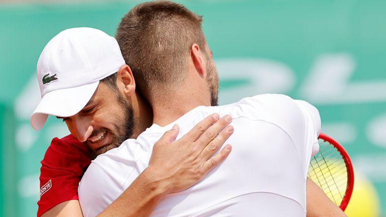 El sembrado croata Nikola Mektic (izquierda) y Mate Pavic han sido reemplazados en el sorteo de dobles masculino en el Abierto de Francia.