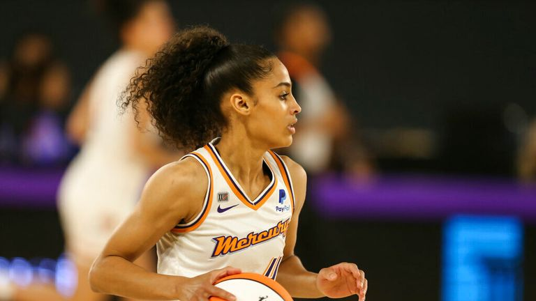 Phoenix Mercury guard Skylar Diggins-Smith (4) during the Phoenix Mercury against the Los Angeles Sparks WNBA basketball game on June 16, 2021, at the Los Angeles Convention Center in Los Angeles, CA. (Photo by Jevone Moore/Icon Sportswire) (Icon Sportswire via AP Images)