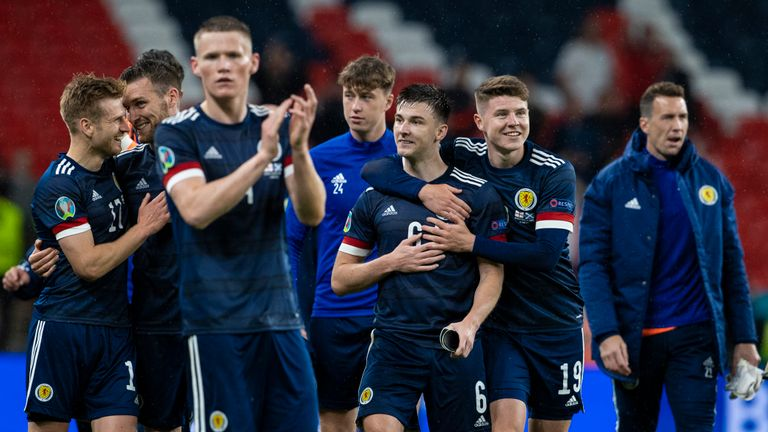 SNS - Scotland players applaud fans at Wembley