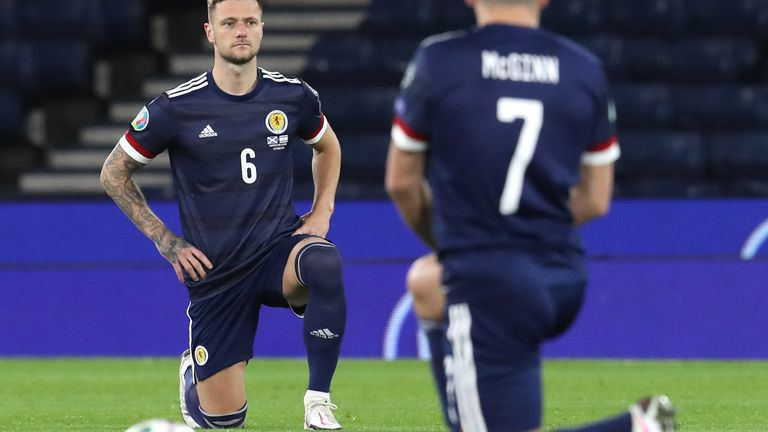 Scoția John McGinn