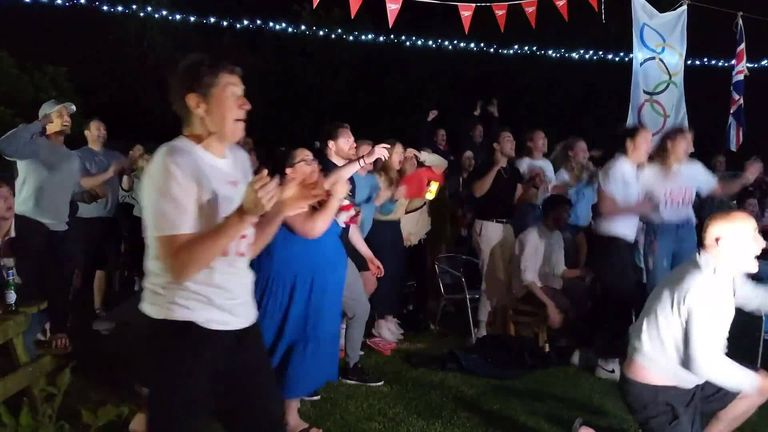 Watch what happened when Tom Dean's family and friends gathered in his mum's garden to cheer him on to victory in the 200m freestyle at the Tokyo Olympics!