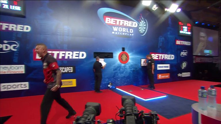 Aspinall pinned this crucial 117 checkout against Anderson