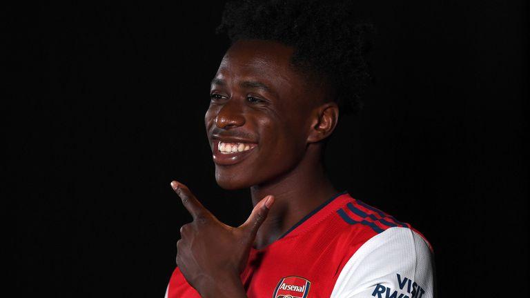 Ο νέος παίκτης Albert Sambi Lukunga φορά τη φανέλα της Άρσεναλ