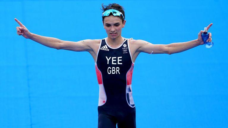 Alex Yee celebrates winning silver in the men's triathlon in Tokyo