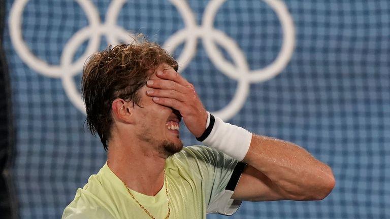 Alexander Zverev cortó una figura emocional en la cancha después de asegurar la victoria